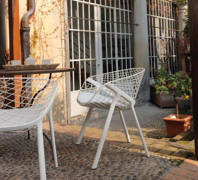 Wetterfester korbstuhl von alias design f r die terasse for Design korbstuhl