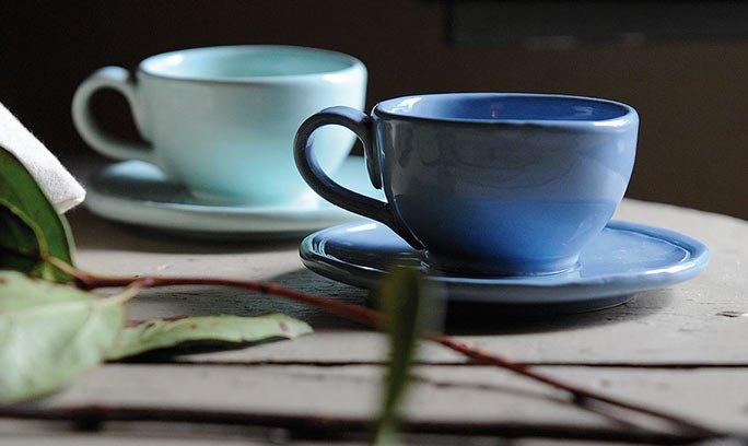 handgefertigtes blaues porzellan aus italien. Black Bedroom Furniture Sets. Home Design Ideas