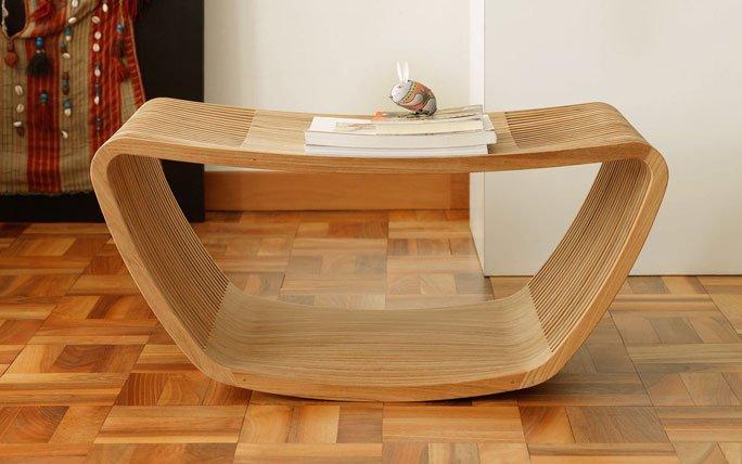 beistelltisch aus gebogenem teak holz. Black Bedroom Furniture Sets. Home Design Ideas