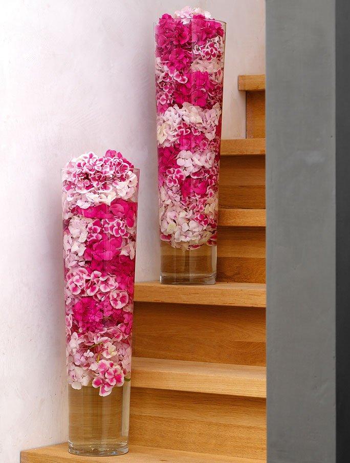 bl ten in bodenhoher vase. Black Bedroom Furniture Sets. Home Design Ideas