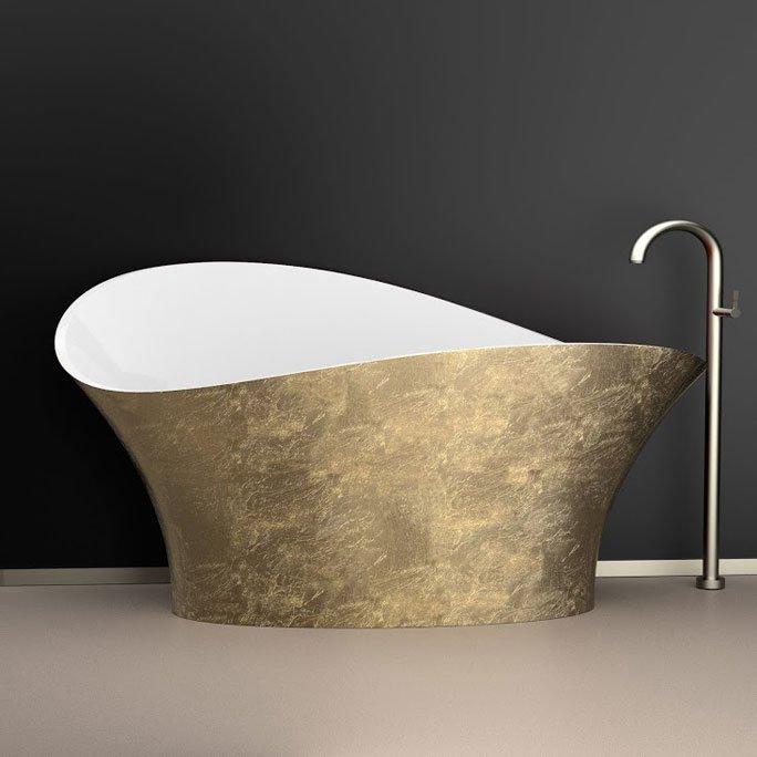 Luxus badezimmer: freistehende badewanne aus gold