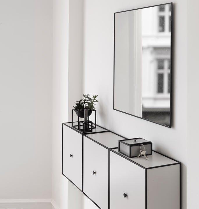 schlichter spiegel mit schwarzem metallrahmen. Black Bedroom Furniture Sets. Home Design Ideas