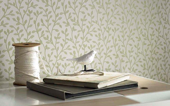 weisse tapete mit zarten bl ttern. Black Bedroom Furniture Sets. Home Design Ideas