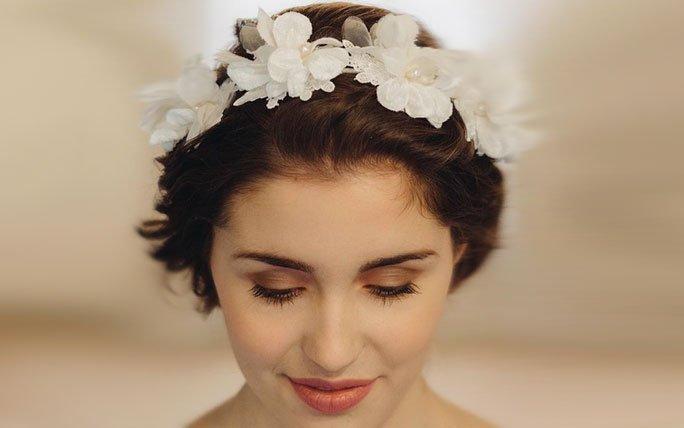 Hochzeitsfrisuren Kurze Haare Mit Blumen Haarkranz