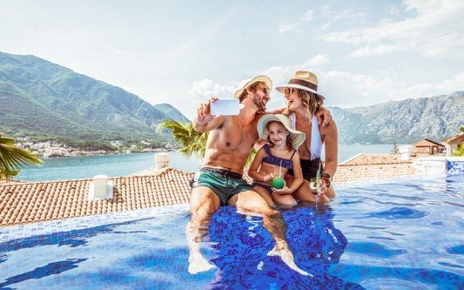 An diesen fünf Familienhotels in der Schweiz finden Sie Erholung pur. Bild: LanaStock, Getty Images