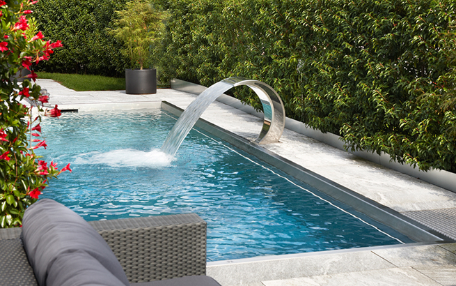 swimmingpool design ideen flachen, swimmingpool, biotop und co: wasser im garten, Design ideen