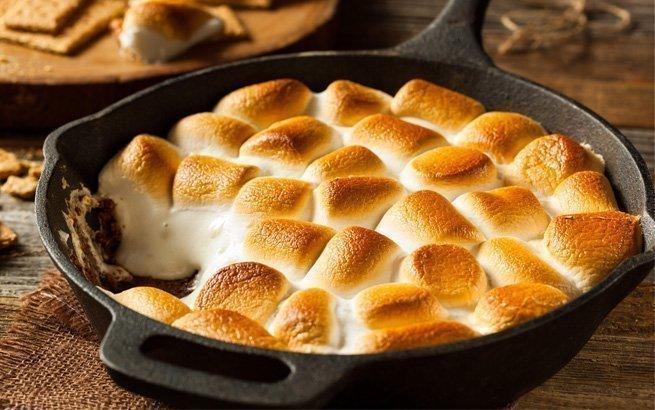 Es müssen nicht immer nur Fleisch und Gemüse auf den Grill kommen. Mit einigen Süssigkeiten zaubern Sie feine Desserts beim Grillieren.