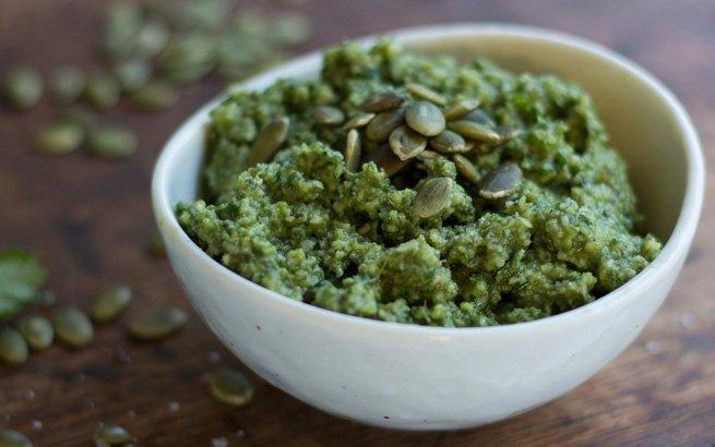 Wer nur zwischen grünem und rotem Pesto unterscheidet, hat bisher was verpasst! Wir verraten Ihnen 7 geniale Pesto Rezepte zum Nachmachen.