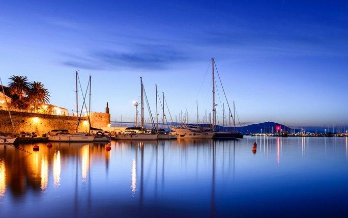 Flippiges Stadtleben in Alghero auf Sardinien