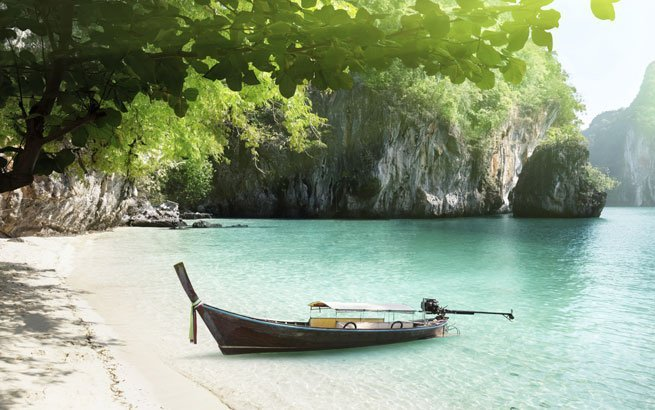 Krabi, Thailand: Boot am Strand