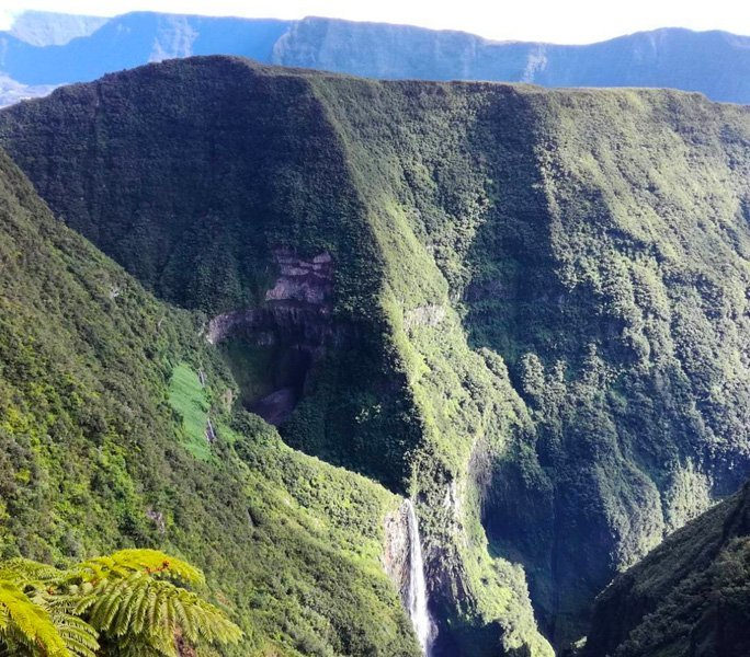 Am Rande des Wasserfalls