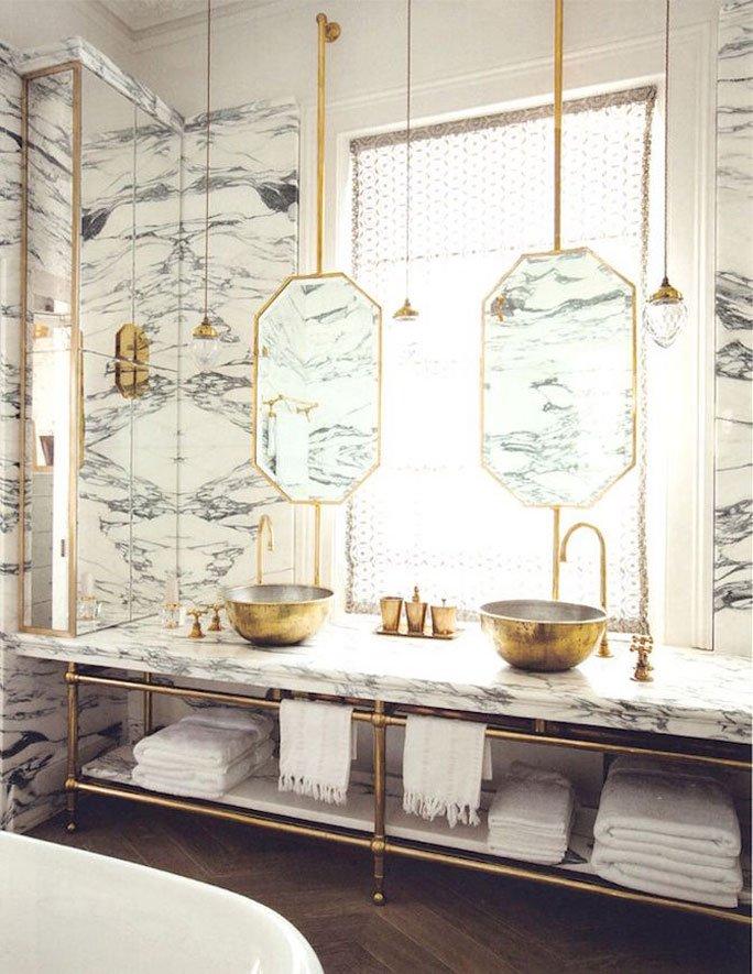 Uberlegen Luxus Bad Mit Marmor Und Gold Accessoires