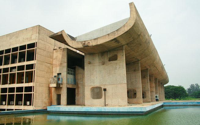 Der architekt le corbusier ausstellung anl sslich des 50 for Architektur brutalismus