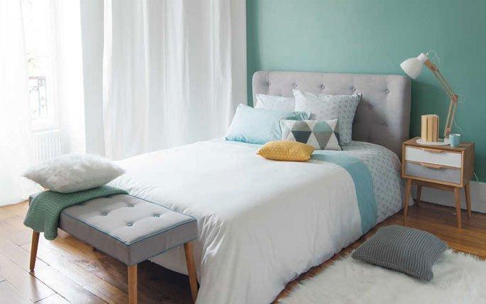 Gelb Und Serenity Blau Im Schlafzimmer