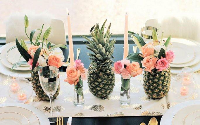 raffinierte tischdeko mit ananas und blumen. Black Bedroom Furniture Sets. Home Design Ideas
